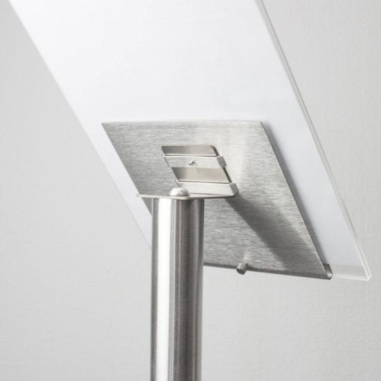 Display Stand Q EZI Uni Clip Angled Detail2